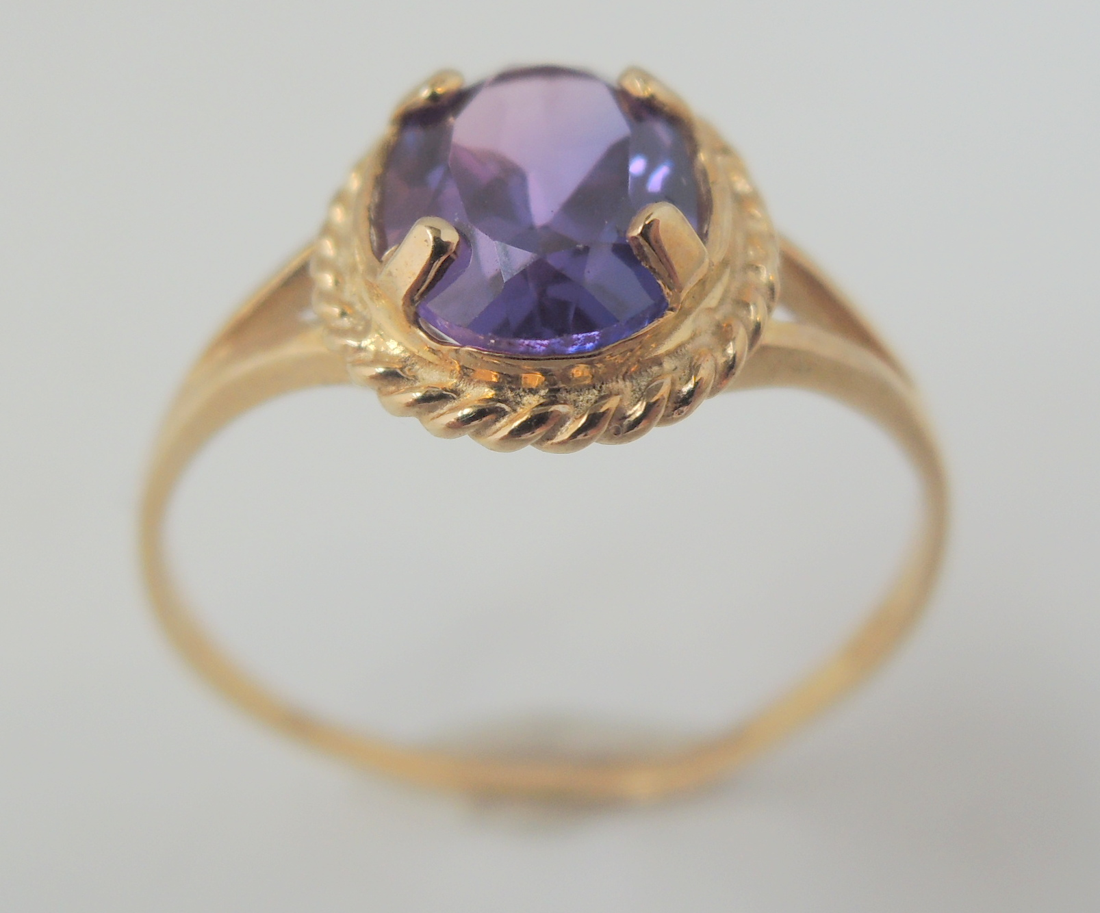 9ct yellow gold amethyst single stone dress ring with a 1.5ct oval ...