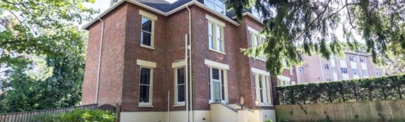 Large Semi Detached House – Sleeps 23/25 People – in Poole, Dorset – Available NOW until 16th of November